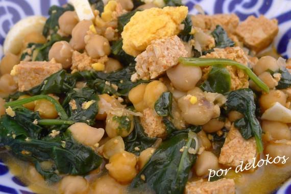 Garbanzos con espinacas y tofu rosso, por delokos