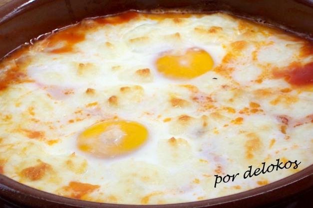 Huevos al horno con tomate y mozzarella