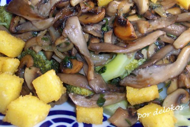 Brécol con setas y polenta frita