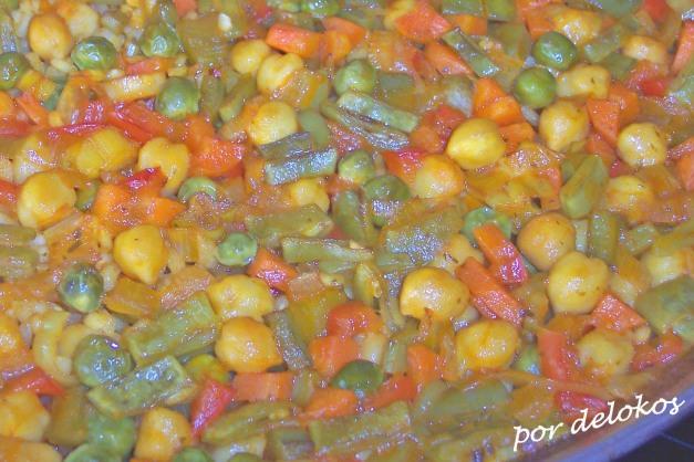 Paella de verduras y garbanzos