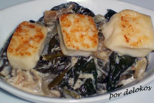 Espinacas especiadas con queso Halloumi frito