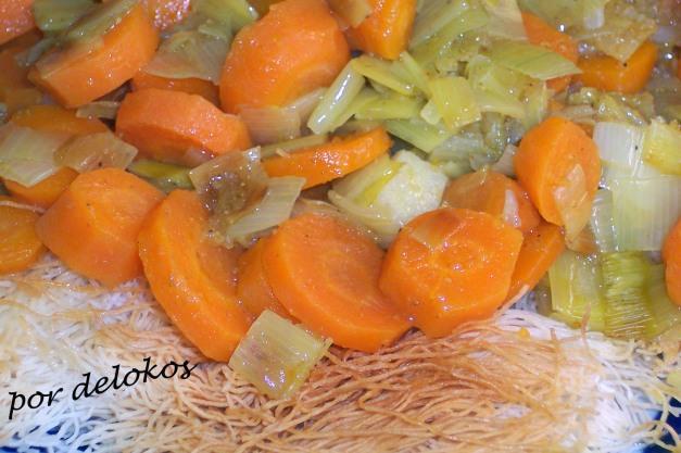 Curry de zanahorias sobre pasta kadaïf