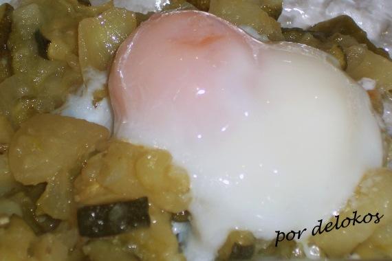 Huevo a 65º con confit de verdras y patatas, por delokos