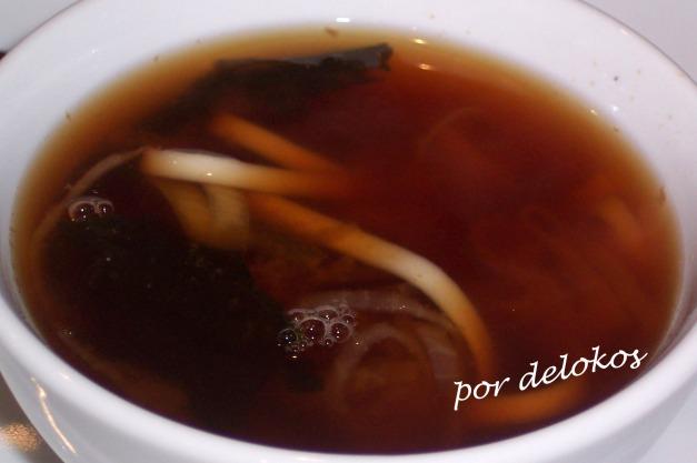 Sopa miso con udón, algas y shitake
