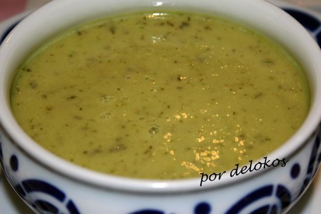 Gazpacho de pepino y alga wakame