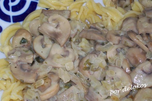 Pasta fresca con champiñones y cilantro