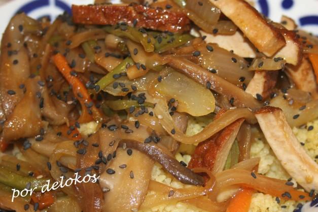 Salteado de verduras y setas con cuscus