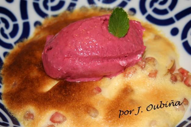Manzana, granada, sabayón, helado de frambuesa y queso de cabra, por Javier Oubiña