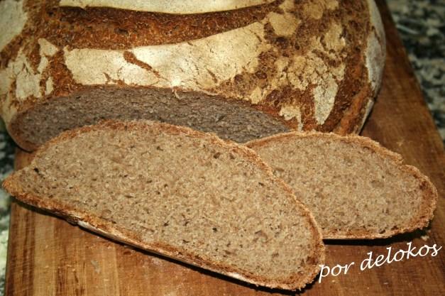 Pan de masa madre cortado