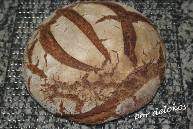 Pan masa madre horneado