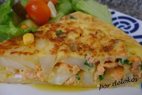 Tortilla española con salmón, por delokos