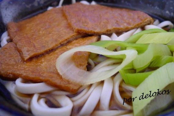 Kitsune Udon - Udon de zorro, por delokos