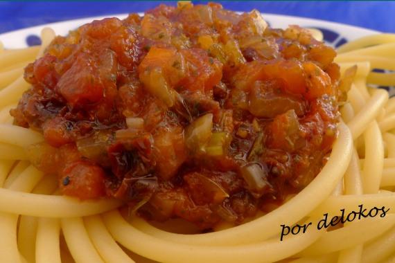Pasta con salsa napolitana, por delokos
