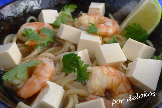 Fideos con gambas y tofu sedoso, por delokos