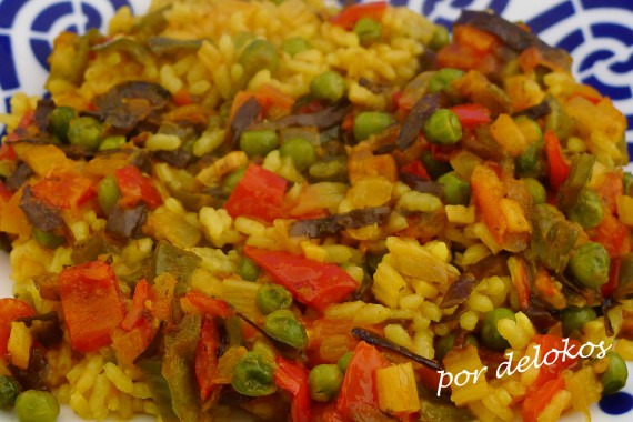 Arroz con verduras y alga espagueti de mar, por delokos