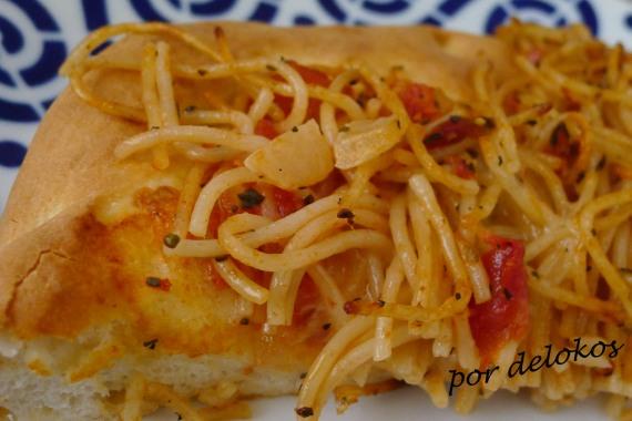 Pizza de espaguetis, por delokos