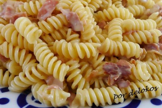Pasta con fontina y jamón, por delokos