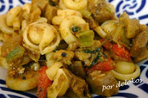 Pasta con verduras, seitán y pesto, por delokos
