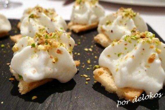 Pan de pipas, espuma de coliflor y pistachos, Restaurante Sabino, Sanxenxo