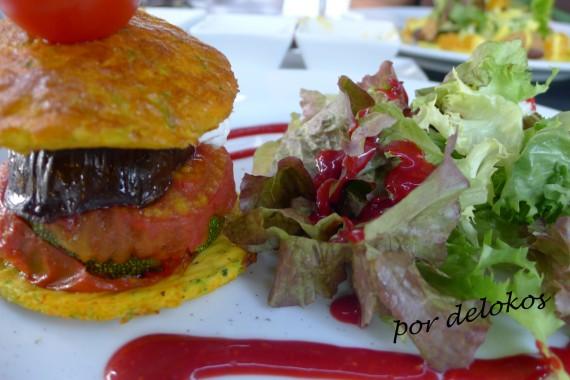 Sandwich de verduras asadas en frittata fina de verduras con vinagreta de frambuesa, Essência Restaurante Vegetariano, Oporto