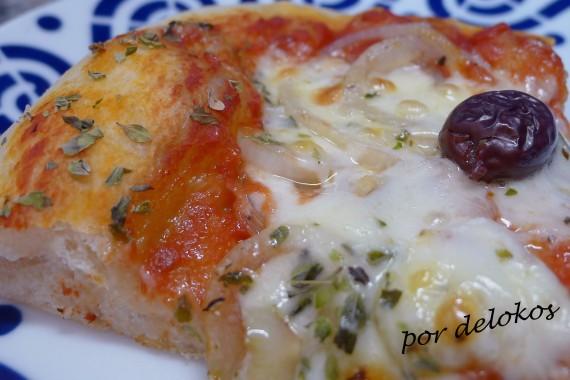 Pizza de cebolla, por delokos