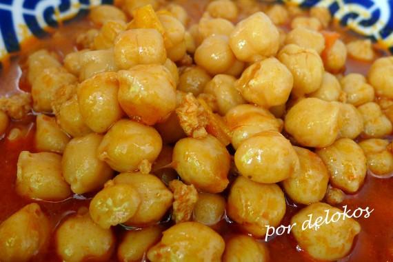 Garbanzos estofados con soja y curry rojo, por delokos