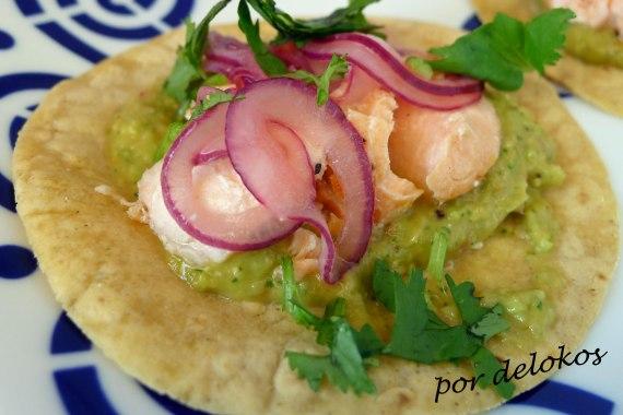 Tacos de salmón con guacamole, por delokos