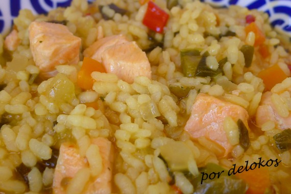 Arroz caldoso de verduras y algas con salmón, por delokos