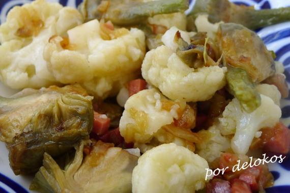 Coliflor con alcachofas y jamón, por delokos