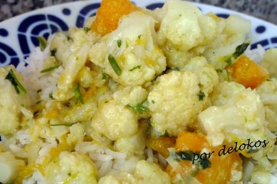 Curry verde de coliflor y calabaza, por delokos