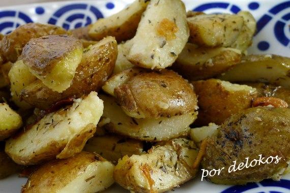 Patatas salteadas con hierbas y ajo, por delokos