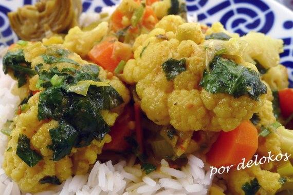Curry de coliflor y alcachofas, por delokos