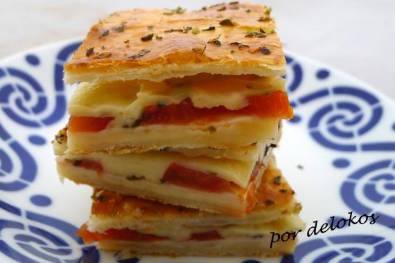 Empanada de queso, pavo y tomate fresco, por delokos