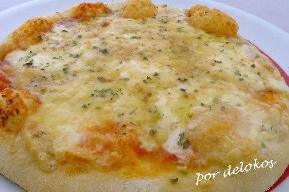Pizza dos quesos gallegos, por delokos