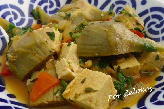 Alcachofas guisadas con tofu, por delokos