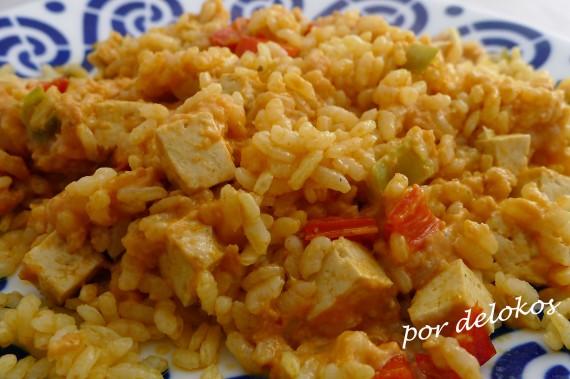 Arroz con tofu y salsa romesco, por delokos